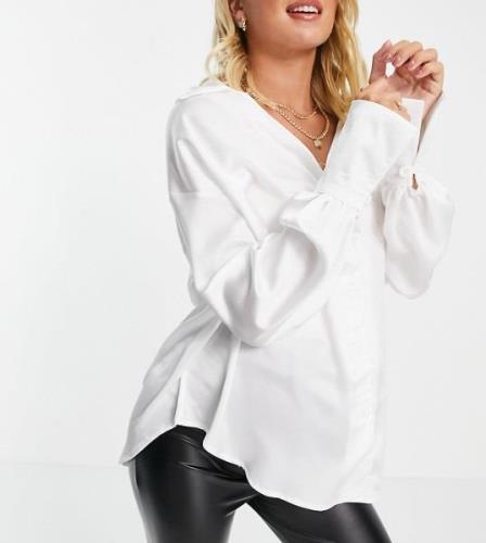 ASOS DESIGN Maternity – Gräddvit satinskjorta med krage och bred mudd-...