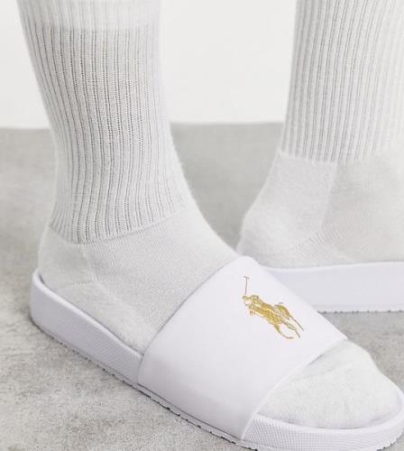 Polo Ralph Lauren –Vita tofflor med guldlogga – Endast hos ASOS-Vit/a
